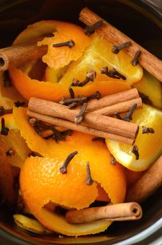Fall (Cinnamon Orange) Potpourri in your slow cooker! Makes your house smell…