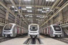 मुंबई वासियों को एक और मंहगाई का झटका लगने को तैयार है। अब मुंबई वासियों को 11 किलोमीटर लंबी यात्रा के लिए 10-20 से 20-40 रुपये चुकाना होगा। इससे पहले मुंबई मेट्रो रीजन डिवेलपमेंट अथॉरिटी ने मेट्रो किराया बढ़ाये जाने का विरोध किया। अनिल अंबानी के रिलायंस ग्रुप ने अथॉरिटी के विरोध के खिलाफ कोर्ट में अर्जी दी।  - See more at: http://lnn.co.in/index.php/lnn-business/item/2189-दो-गुना-मंहगा-होगा-मेट्रो-का-सफर