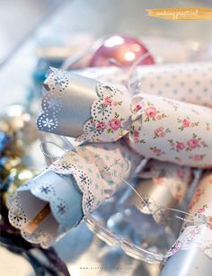 DIY:: Christmas Crackers Tutorial                                                                                                                                                                                 More