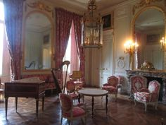 Palace of Versailles Rooms, Living Room, Petit Trianon, Palace of Versailles. On the floor a beautiful Versailles Parquet Rococo, Trianon Palace, Belton House, Palace Of Versailles, French Chateau, Marble Floor, Royal Palace, Marie Antoinette, Wood Paneling