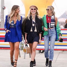 TOMMYLAND w/ @juliafaria & @helenabordon 🇺🇸❤🌴✌🏻 #thassiastyle #tommyxgigi #BTviaja 📸 @leofaria ★ #streetstyle #fashion #style #inspiration #chic #lookbook #outfits