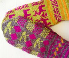 hand knitted mittens from Bulgaria Crochet Mittens, Knitting Socks, Hand Knitting, Knitted Hats, Knit Crochet, Mitten Gloves, Bulgaria, Leg Warmers, Fingerless Gloves