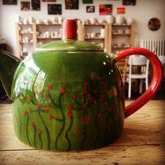 Fotogalerie - Eigenlob Keramik selbst bemalen in Düsseldorf Ceramic Pottery, Tea Time, Tea Pots, Tea Kettles, Ceramics, Teacups, Tableware, Coffee, Studio