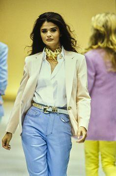 Versace Spring 1992 Ready-to-Wear Fashion Show Versace Spring 1992 Ready-to-Wear Collection - Vogue Versace Fashion, 90s Fashion, Retro Fashion, Runway Fashion, Fashion Models, Vintage Fashion, Latex Fashion, Vogue Paris, Vintage Versace