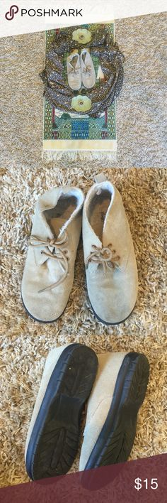 • Vintage Hipster Warm Faux Fur Ankle Booties • Worn, but in great condition. Color is light beige or camel. The inside is warm with light fix fur. Brand is Comfort Case, and they are vintage. Size 8. Vintage Shoes