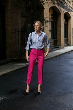How to wear pink pants business casual super ideas Casual Work Outfits, Business Casual Outfits, Professional Outfits, Mode Outfits, Work Attire, Work Casual, Fashion Outfits, Outfit Work, Workwear Fashion