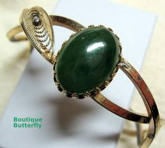 'Vintage hinged bracelet ' is going up for auction at  7pm Sat, Mar 16 with a starting bid of $5.