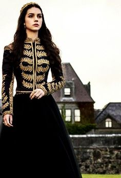 Adelaide Kane as Mary Stuart, Queen of Scots in Reign Reign Mary, Mary Queen Of Scots, Pretty Dresses, Beautiful Dresses, Reign Dresses, Reign Fashion, Fashion Goth, Adelaide Kane, Medieval Dress