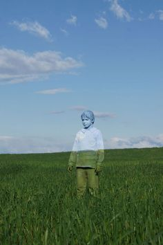 Fasciné par le Body Painting, cet artiste italien camoufle ingénieusement ses modèles