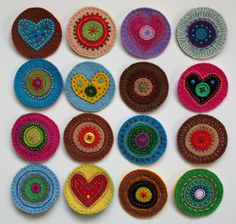 The Pea Pod: Felt circles transformed into pins. Wool Applique Patterns, Felt Patterns, Hand Sewing Projects, Sewing Crafts, Felt Projects, Felt Diy, Felt Crafts, Bright Colors Art, Felt Hair Accessories