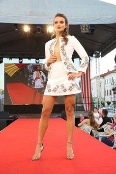 Rumunská móda pod Urpínom - Izabela Mandoiu in Slovakia Ramones, White Dress, Dresses, Fashion, Vestidos, Moda, Fashion Styles, Dress, Fashion Illustrations