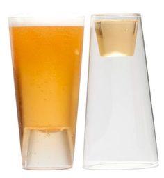 Por un lado caballito pal tequila y por el otro vaso pala chela,bueno,bueno.