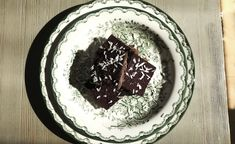 The Ultimate Black Bean Chocolate Cake – Food Pharmacy Raw Dessert Recipes, Healthy Desserts, Raw Food Recipes, Healthy Sweets, Healthy Baking, Orange Smoothie, Healthy Living Recipes, Iron Rich Foods, Raw Vegan