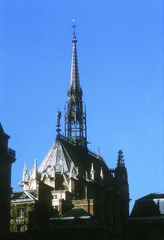 sainte chapelle centre des monuments nationaux situated on the ile de la cit a short walk from notre dame cathedral the sainte chapelle chapel is a chapelle de la sorbonne chappelle de la