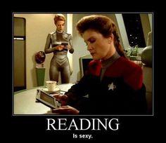 Star Trek Voyager - Captain Kathryn Janeway and Seven of Nine reading fan fiction!