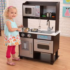 Charmant KidKraft Espresso Toddler Play Kitchen With Metal Accessory Set $114.98