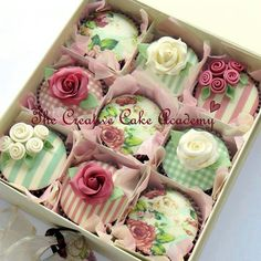 Icing Sheets For Floral Damask Cupcakes In Association With The Creative Cake Academy ~~Beautiful cupcakes! Pretty Cupcakes, Beautiful Cupcakes, Flower Cupcakes, Wedding Cupcakes, Valentine Cupcakes, Rose Cupcake, Pink Cupcakes, Shabby Chic Cupcakes, Decorated Cupcakes