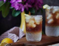 Ledová káva je skvělá - výborně chutná a ještě k tomu úžasně osvěží. Máme pro vás 5 receptů na nejlepší ledový kávový nápoj. Food And Drink, Drinks, Drink, Beverage, Drinking