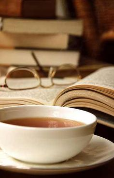 Cup of tea and books. Coffee Time, Tea Time, Coffee Cups, Tea Cups, Coffee And Books, My Cup Of Tea, High Tea, Drinking Tea, Afternoon Tea