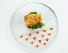 Gino Pesce | foto Marcello Serra | Pesce spada marinato alla soia, carote e menta | Ristorante Acqua Pazza -  Ponza