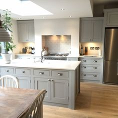 There is no question that designing a new kitchen layout for a large kitchen is much easier than for a small kitchen. A large kitchen provides a designer with adequate space to incorporate many convenient kitchen accessories such as wall ovens, raised. Open Plan Kitchen Dining Living, Open Plan Kitchen Diner, Living Room Kitchen, Home Decor Kitchen, Kitchen Interior, Home Kitchens, Kitchen Ideas, Large Open Plan Kitchens, Long Kitchen
