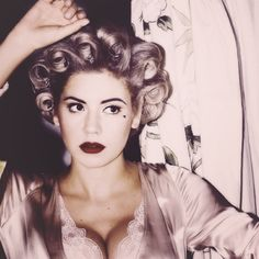 Primadonna- Marina and the Diamonds This is my favorite song right now. ...♡