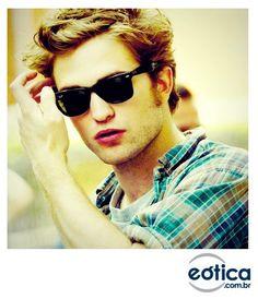 Robert Pattinson com os óculos de sol Ray-Ban Wayfarer Anos 50, Robert  Douglas 76c3fc5501