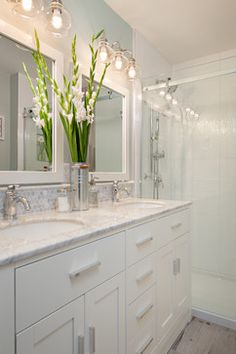 1000+ ideas about Bathroom Vanity Lighting on Pinterest Bathroom Vanities, Vanity Lighting and ...