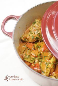 Les plats qui mijotent longuement dans une grosse cocotte en fonte sont plutôt … The dishes that are simmering for a long time in a big cast iron casserole are rather the preserve of the winter season, we are in agreement. Indian Food Recipes, Healthy Dinner Recipes, Cooking Recipes, Comida India, Clean Eating, Food Porn, Health Dinner, How To Cook Chicken, Gastronomia