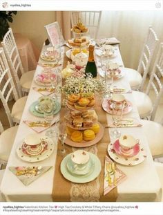 i like the idea of maybe sparkling cider/sparking water + OJ instead of tea Ich mag die Idee, vielleicht Cidre / Sprudelwasser + OJ anstelle von Tee Bridal Shower Tea, Tea Party Bridal Shower, Shower Party, Tea Table Settings, Vintage Tea Parties, Vintage Party, Vintage Style, Vintage High Tea, Vintage Bridal