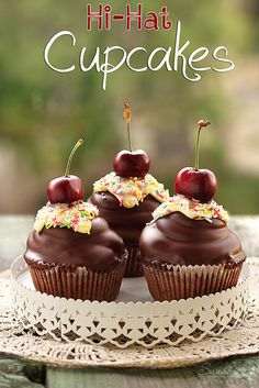 Cupcakes   oummmmh    DELICIOUS     con   Chocolat    y   CHERY   ,,,,,¿¿¿¿**+