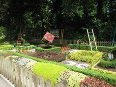Snakes & Ladders garden at Paultons Park