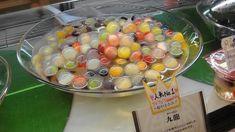 「九龍球(クーロンキュウ)」は、寒天の中にフルーツが入ったまるでビー玉みたいなとっても可愛いスイーツです♪お家でも簡単に作ることのできるレシピをご紹介します♡