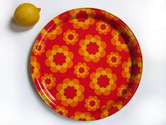 A wonderful and colorful vintage serving tray with bold flowers in orange, red and yellow. Retrolicious and mood-improving in any kitchen! The print is reminiscent of the Massilly canisters but this tray is marked Lenor and Bonux. hunterskitchen.etsy.com