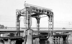 De oude Hefbrug van Breda en de nieuwe Hoogspoorbrug.