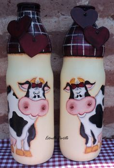 Ideas for dairy cows art paintings Glass Bottle Crafts, Wine Bottle Art, Painted Wine Bottles, Painted Jars, Painted Wine Glasses, Bottles And Jars, Glass Bottles, Milk Bottles, Hand Painted