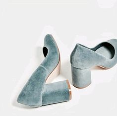 Velvet shoes at Zara, gray grey blue heels, chunky heels Cute Shoes, Me Too Shoes, Unique Shoes, Look Fashion, Fashion Shoes, Fall Fashion, Fashion Fashion, Fashion Women, Shoe Boots