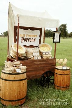 Popcorn Stand.. I Love this for a Fall Wedding. Keywords: #fallweddingideas #jevelweddingplanning Follow Us: www.jevelweddingplanning.com  www.facebook.com/jevelweddingplanning/