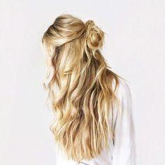 Propozycje na luźne upięcia kręconych włosów