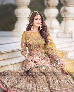 5 Dress Styles That Will Make You Look Thinner – Shopping Fashion Pakistani Mehndi Dress, Pakistani Party Wear Dresses, Shadi Dresses, Pakistani Wedding Outfits, Pakistani Dress Design, Pakistani Wedding Dresses, Nikkah Dress, Choli Dress, Asian Bridal Dresses