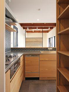 KITCHEN/counter/tile/pantry/tile/キッチン/タイル/パントリー/カウンター/収納/食器棚/フィールドガレージ/リノベーション/FieldGarage INC.