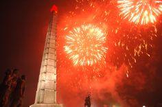 지구관측위성 《광명성-4》호발사의 성공을 축하하여 수도 평양에서 축포발사