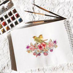 Renklerini çiçeklerden alan iki kuş bu çömertliklerinden dolayı her gün çiçeklere teşekkür edip onlara şarkılar söylerlermiş.