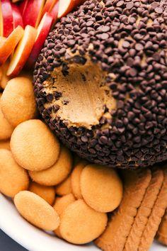 Pumpkin Cheesecake Ball | Chelsea's Messy Apron Spice Cake Mix And Pumpkin, Pumpkin Bars, Pumpkin Cookies, Baked Pumpkin, Pumpkin Recipes, Fall Recipes, Fun Desserts, Delicious Desserts, Dessert Recipes