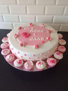 Cake with roses Roosjes taart met minicupcakes www.twinkelotje.nl