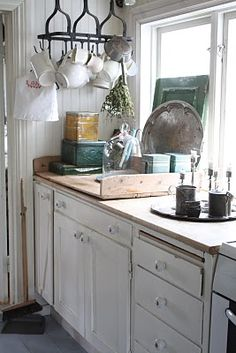 Old wood tray or bench top Kitchen Dining, Kitchen Decor, Kitchen Cabinets, Kitchen Ideas, Dining Room, Cottage Kitchens, Home Kitchens, Small Kitchens, Dream Kitchens