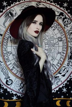 She looks like a very witchy woman. Dark Beauty, Gothic Beauty, Dark Fashion, Gothic Fashion, Modern Witch Fashion, Hipster Fashion, Steampunk, Dark Halloween Makeup, Gothic Halloween