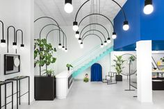 spanish consultancy firm masquespacio has reimagined a valencian lifestyle store as a clean, white space punctuated with block colour and bold lines.
