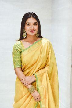 Bengali Saree, Indian Sarees, South Indian Actress Hot, Beautiful Indian Actress, Indian Long Hair Braid, Saree Look, Tamil Actress Photos, Beautiful Saree, Beautiful Women