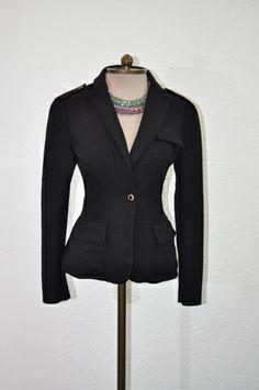9. Blazer preto acinturado -  blazer-preto-acinturado